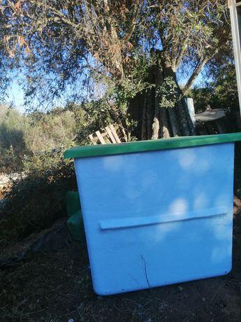 Caseta para piscina ou para depósito de água em muito bom estado geral