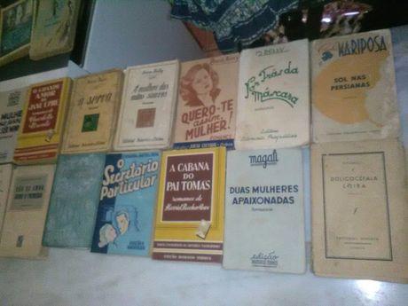 Conjunto de 18 Livros Antigos de Romance