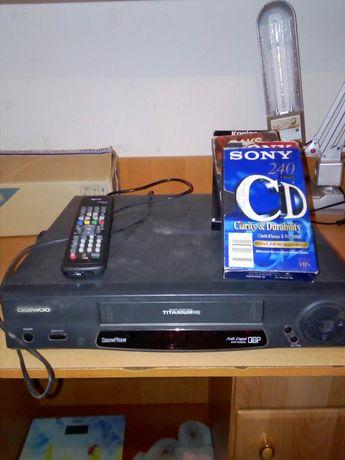 Видик с касетами и пультом