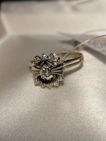 Золотое кольцо с натуральными бриллиантами.