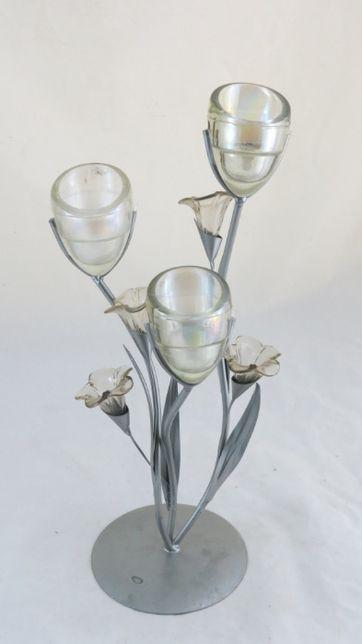 Tulipeira Floreira em metal e vidro; Altura 37cm; Condição boa.