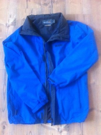 damska niebieska kurtka przeciwdeszczowa z kapocą