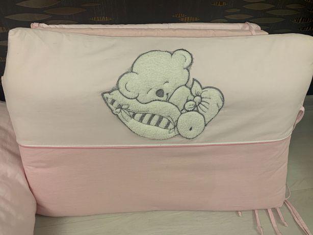 Защитные бортики в кроватку и одеяло