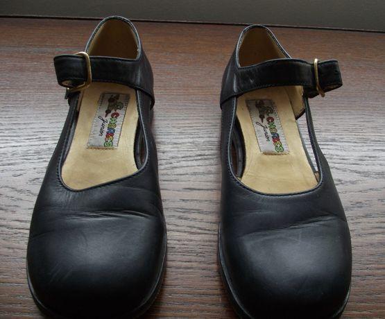 Sandálias de menina da sapataria Charles com sola de couro