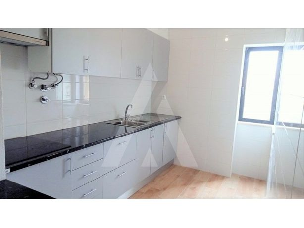 Apartamento T1+1 com garagem a 500 metros da Praia da Rocha!