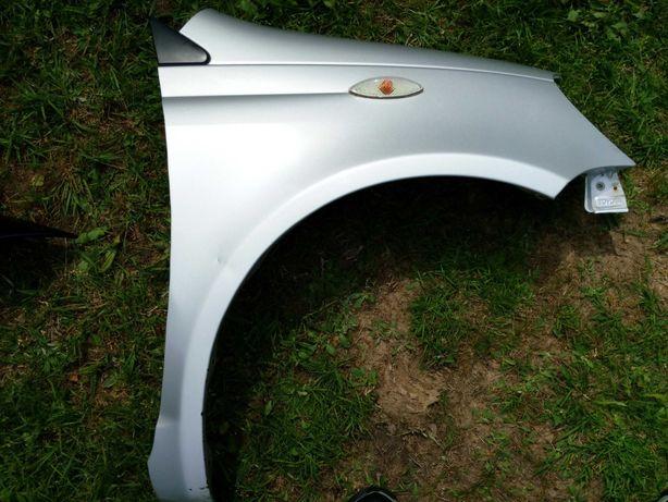 Toyota Yaris 1 I błotnik prawy przód kolor 1E7 srebrny oryginał