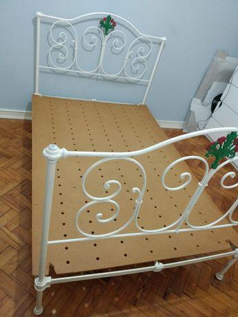 Cama de ferro branca