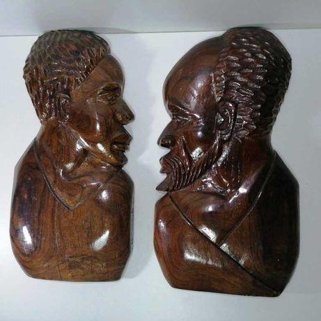 Estátuas de parede de madeira de Moçambique