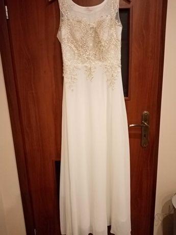 Uniwersalna suknia na ślub kościelny jak i cywilny