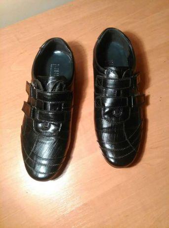 Туфли кроссовки.