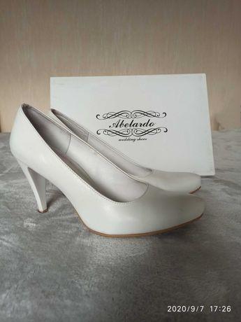Buty ślubne Abelardo r. 39. Białe szpilki. Skórzane