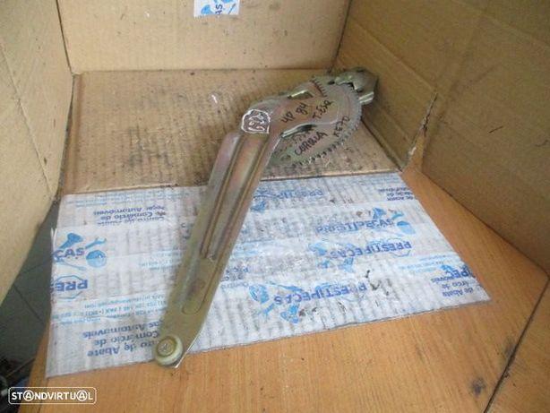 Elevador manual ELEVM622 TOYOTA / COROLLA KE70 / 1984 / 4P / TE /