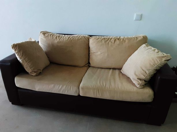 Dois sofás em bom estado