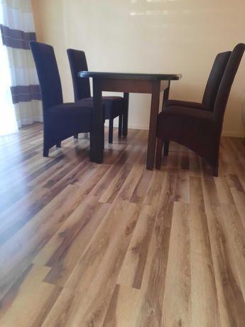 Sprzedam meble do salonu/jadalni 2 witryny stół z 4 krzesłami
