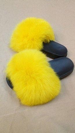 Żółte klapki z futerkiem