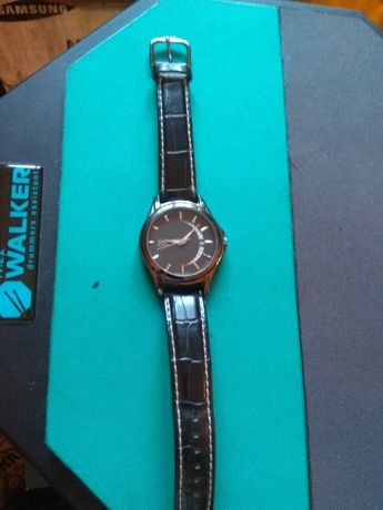 Наручные часы QQ (A436-502) выполнены в классическом стиле и являются