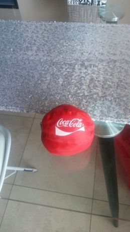 Worek czerwony Piłka zbliża torba Coca cola podaj dalej mundial jak Ni