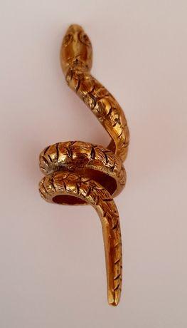 Anel em formato de serpente. Artesanal.