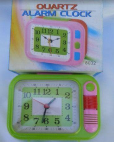 Часы с будильником и подсветкой.