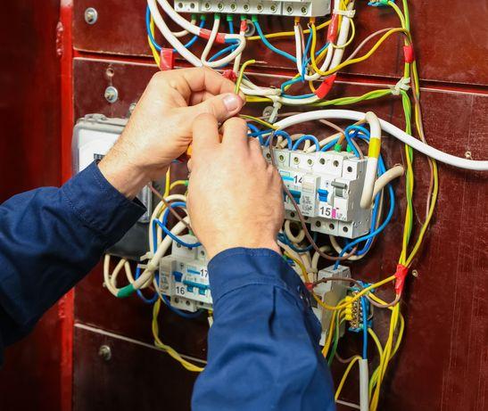 Faço reparações/ substituições elétricas