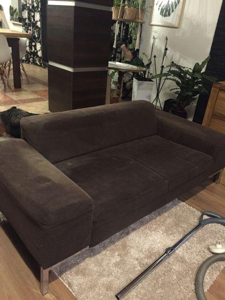 Ciemno brązowa sofa