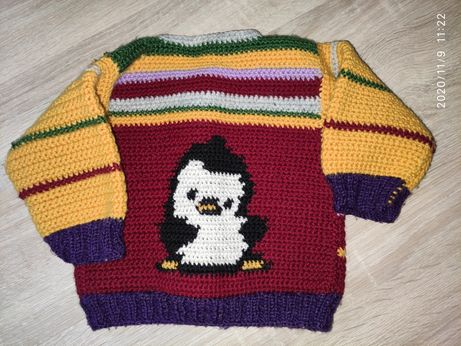Вязаная кофта на малыша пингвин
