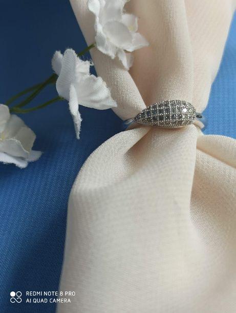 Продам новое серебряное колечко 17,5 размер с кубическим цирконием
