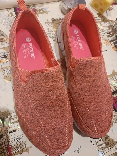 Продам женские кроссовки слипоны