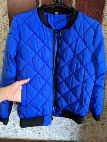Куртка в синьому кольорі