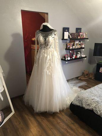 Suknia ślubna śmietankowa z długim trenem Dominiss Floressa
