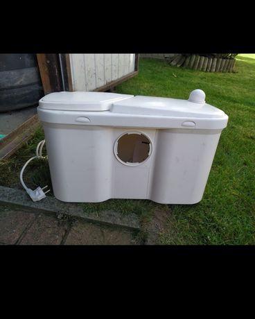 Pomporozdrabniacz do WC watereasy 1