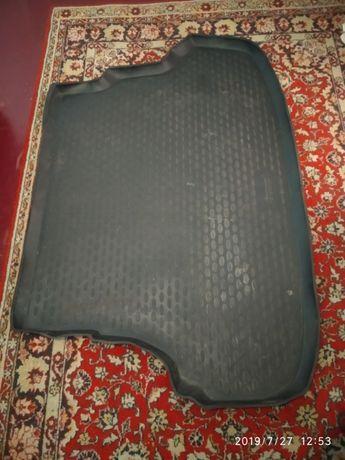 Продам коврик в багажник Hyundai Accent 2010-седан