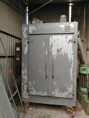 Piec do suszenia silników elektrycznych i różnych detali metalowych .