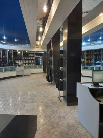 Продам нежилое помещение магазина в центре города 470 кв.м!