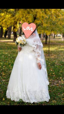 Продам свадебное платья.Размер 54-56.