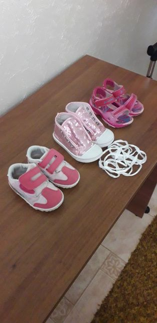 Продам кеды,босоножки-сандали,кроссовки.