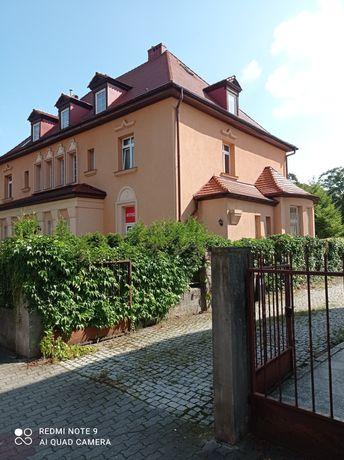 Zamiana. Piękna kamienica na 3 mieszkania w Polsce