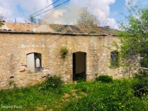 Casa típica - Para remodelar - Boliqueime