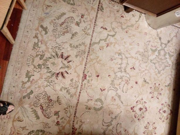 duży dywan  3,70 x 2,80 m - jasny, solidny , stan bardzo dobry