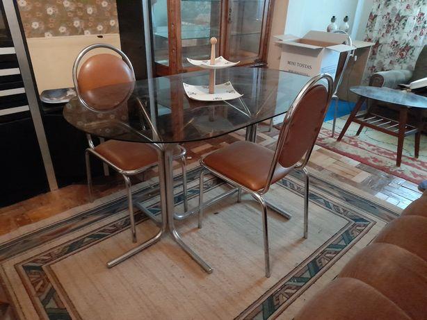 Mesa de vidro oval e 4 cadeiras