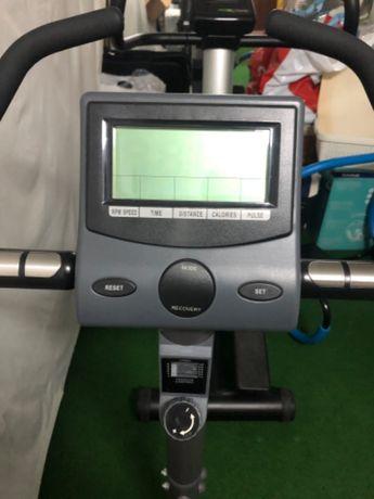 Bicicleta estática BH Fitness ProAction - como NOVA