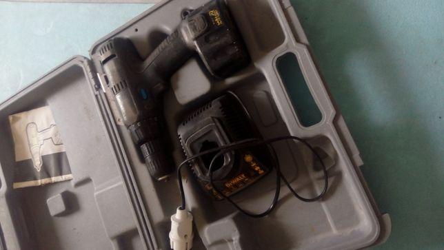 дрель Elu ( Dewalt ) робоча але потребує заміни батареї/елементів