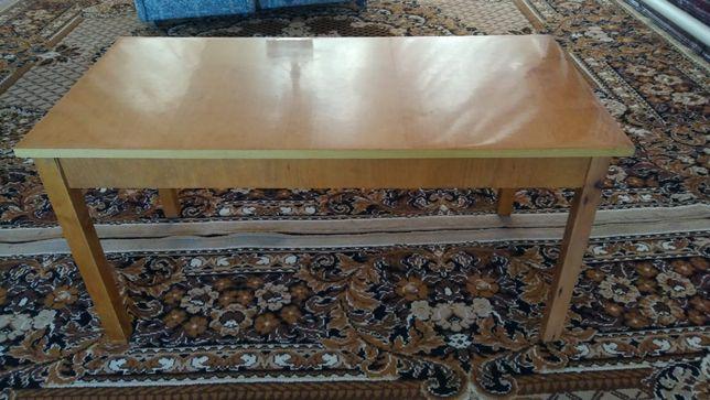 Журнальный стол деревянный хорошего качества