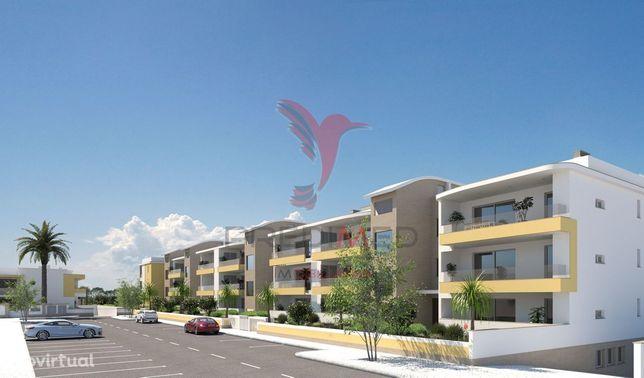 T4, de luxo, em zona residencial à 500 m de praias