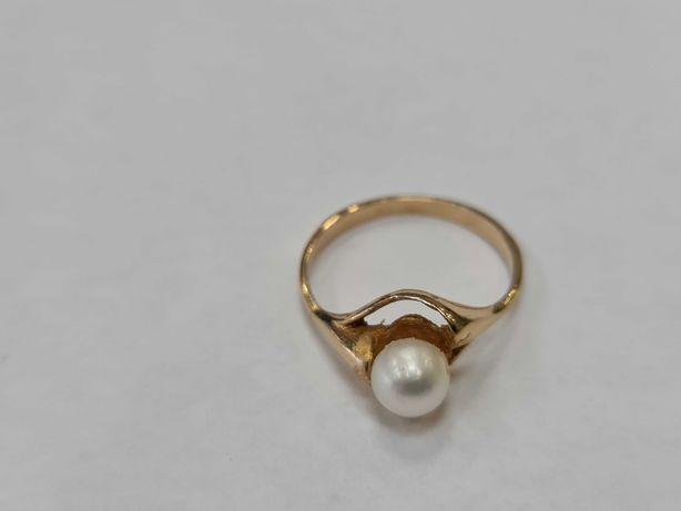 Piękny złoty pierścionek damski/ 585/ 2.25 gram/ R14/ Perła hodowlana