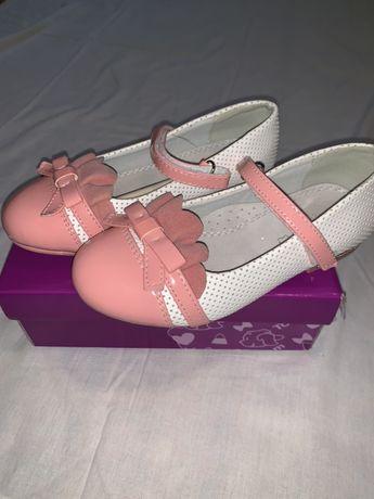 Взуття для дівчинки. Б/в у хорошому стані. Фото  в лєнті!