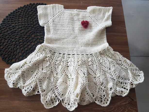 Sukienka dziewczęca recznie robiona