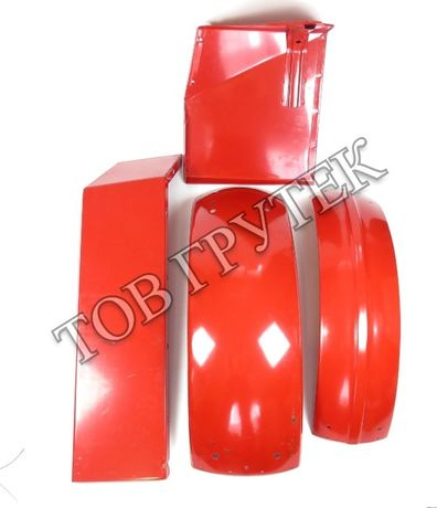 Крыло, закрылок (красный) кабины унифицированной или малой МТЗ-80 82