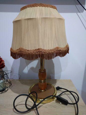 Stara mosiężno-drewniana lampka nocna.