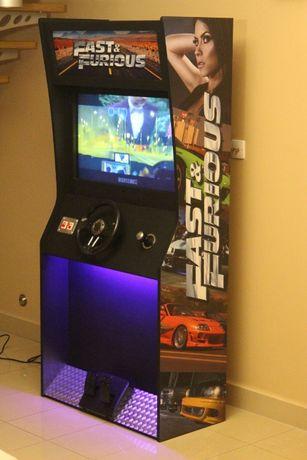 Automat do gier, ekran multimedialny, super dekoracja.